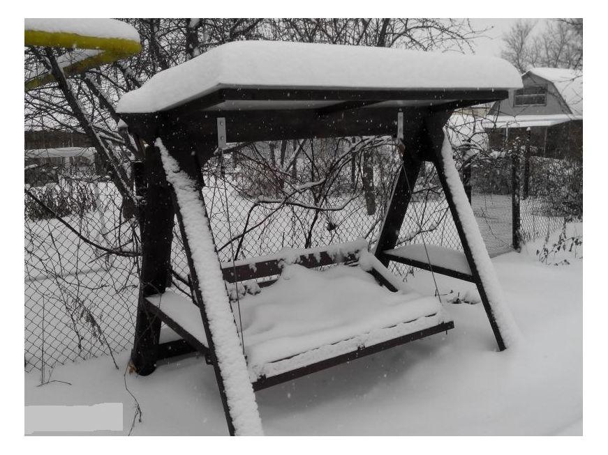 садовые качели зимой - храненине